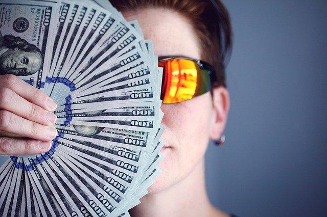 お金を得る株主